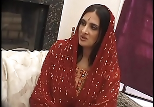 Indian girl goes liken cultuer added to deep throats before fucking