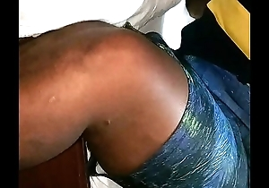Twerking African lady in the bed