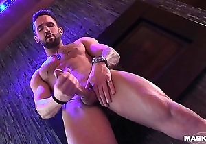 Undeceiving Solo Muscle Hunk Jerks Big Dick In His Glam Lodge