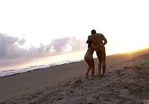Couple Gets Horny While Walking So They Had Good Fucking Outside