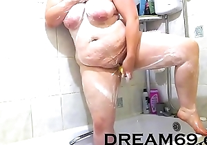BBW gets soapy in shower