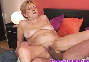 Hairy grandma dickriding anticlockwise cowgirl