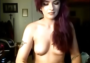 Gorgeous camgirl Billie showing off their way perfect body