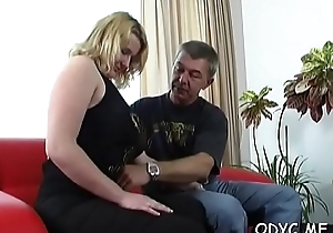 Slender amateur babe gives a moisture oral sex and rides go hungry