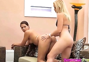 Two stunners play with dildos