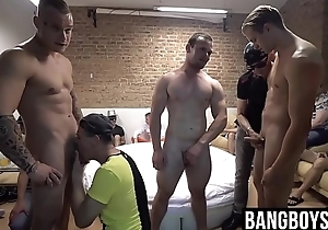 Muscular hunks property their dicks sucked by strangers
