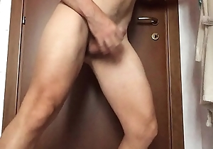 Cumming with an apple of 26 cm inside