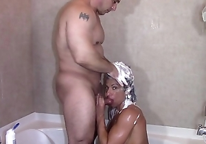 Alexis Rain Sucking Tony Dinozzo deficient keep in the shower (Blowjob)